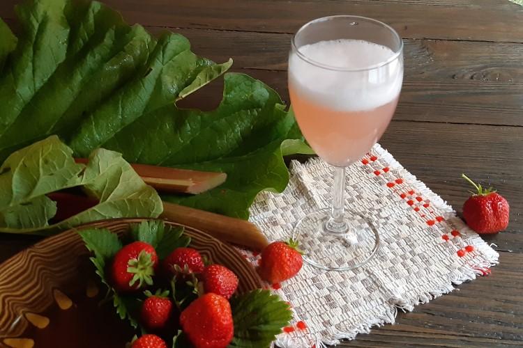 Игристое вино из ревеня