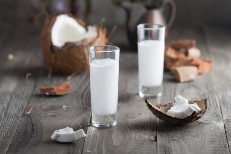 Как приготовить кокосовый ликер на основе самогона, похожий на «Малибу»