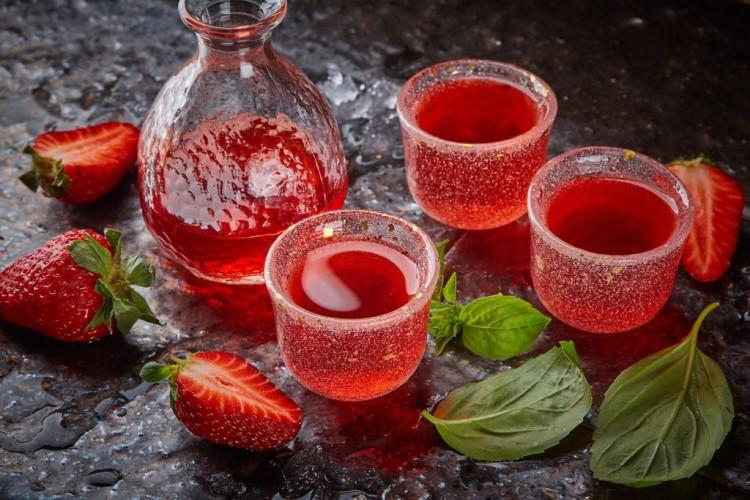 Как приготовить клубничный ликер на основе самогона рецепт (имитация XuXu)