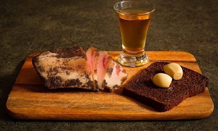 Как приготовить норвежскую водку на основе самогона (рецепт)