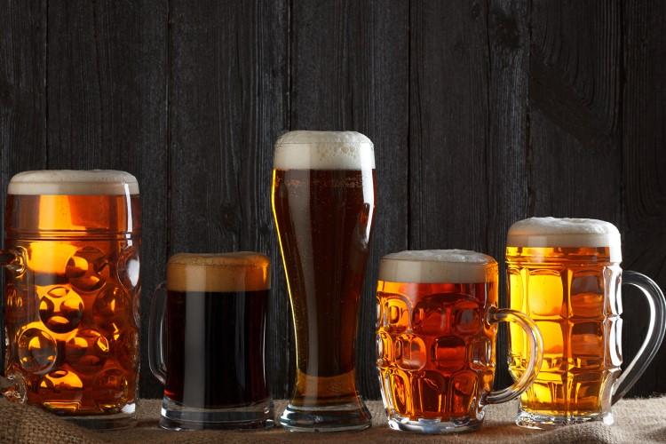 Разнообразие пивных бокалов и кружек